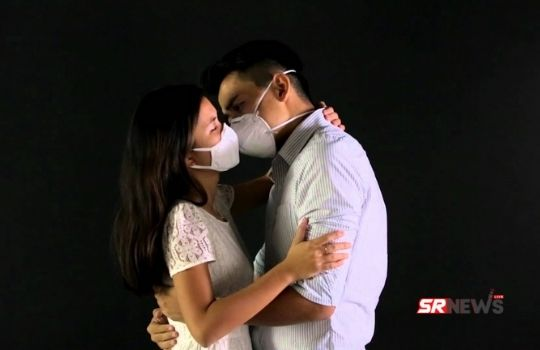 Kiss with mask
