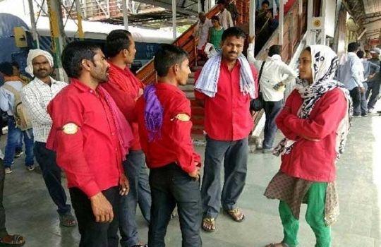 MP woman Kuli story in hindi